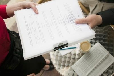 Пять самых коварных ошибок, которые допускают, когда оговаривают зарплату в трудовых договорах