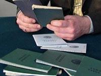 Как правильно делаются записи в трудовых книжках о переводе с основного места работы на совместительство?