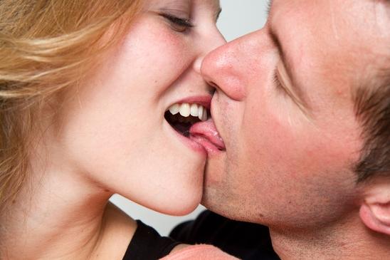 Как правильно сделать лейк женщине